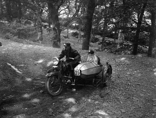 Country Road「Harley-Davidson and sidecar, B&HMC Brighton-Beer Trial, Fingle Bridge Hill, Devon, 1934」:写真・画像(4)[壁紙.com]