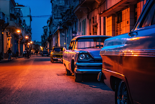 Havana「Old American car on street at dusk, Havana, Cuba」:スマホ壁紙(16)
