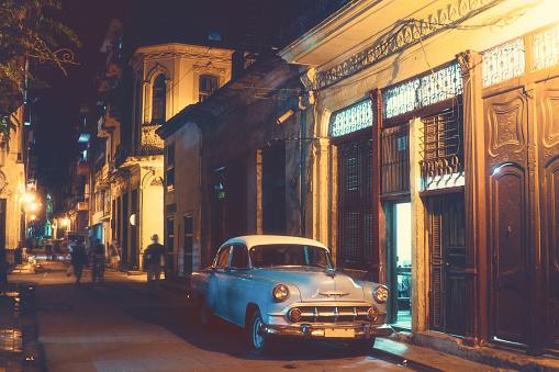 Car「アメリカのラグジュアリーブランド車で通りの夕暮れ時には、ハバナ,キューバ」:スマホ壁紙(14)