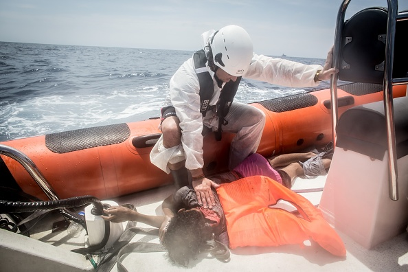 Capsizing「Search And Rescue Enters Peak Season For MOAS Operations」:写真・画像(2)[壁紙.com]