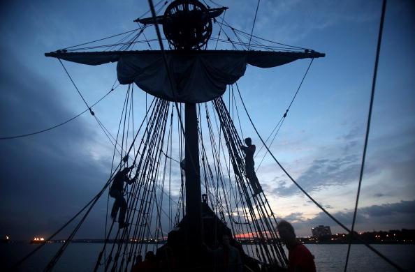 Sail「Replica Of Henry Hudson's Ship Retraces Explorer's Voyage On Hudson River」:写真・画像(15)[壁紙.com]