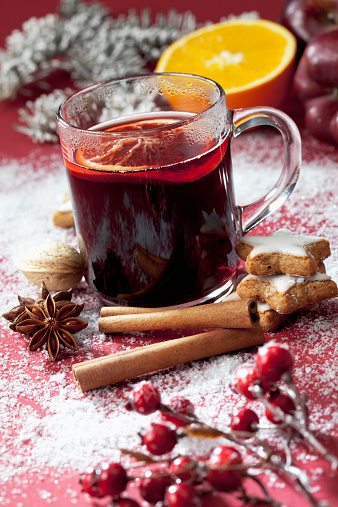 Star Anise「Glass of mulled wine with slice of orange」:スマホ壁紙(7)