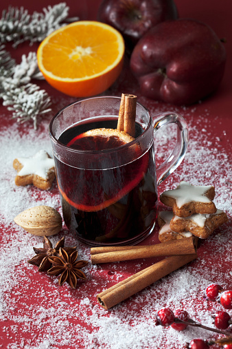 Star Anise「Glass of mulled wine with slice of orange and cinnamon stick」:スマホ壁紙(15)