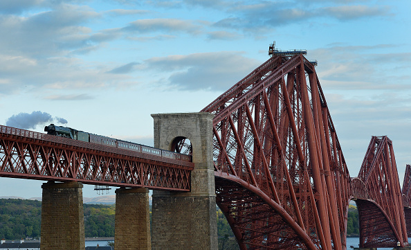 Finance and Economy「The Flying Scotsman Travels Over The Forth Bridge」:写真・画像(11)[壁紙.com]