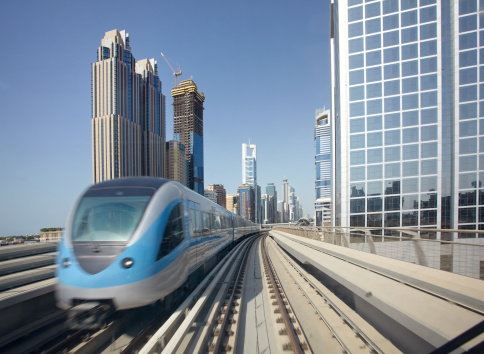 Public Transportation「Dubai Metro with skyscrapers」:スマホ壁紙(7)