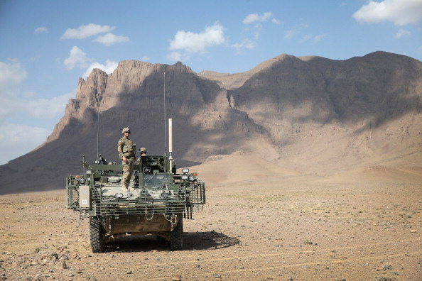 Desert Area「U.S. Soldiers Provide Security Around Kandahar Airfield」:写真・画像(19)[壁紙.com]