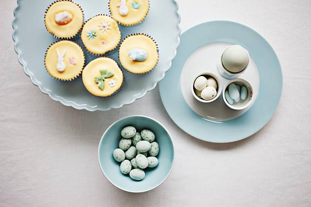 Easter cupcakes and candies:スマホ壁紙(壁紙.com)
