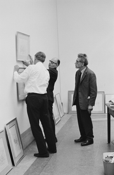 Hanging「Giacometti Supervises Show」:写真・画像(17)[壁紙.com]