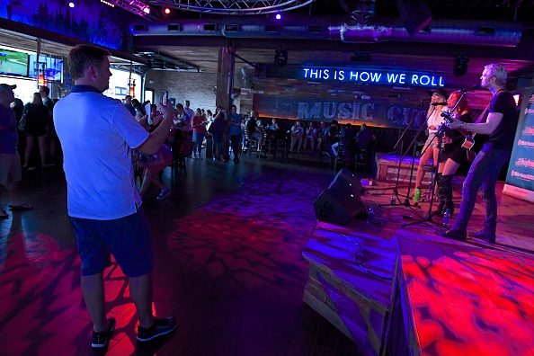 Stage - Performance Space「SiriusXM's The Highway Broadcasts Live During The Solar Eclipse In Nashville Featuring A Live Performance By Delta Rae At The FGL House」:写真・画像(8)[壁紙.com]