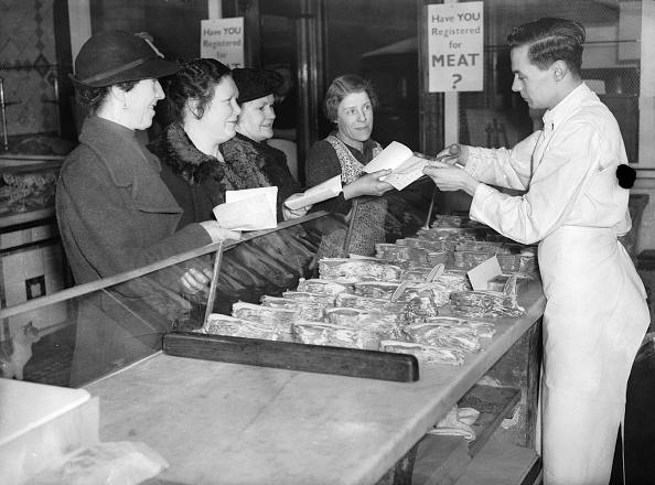 World War II「Cutting Out Coupon」:写真・画像(4)[壁紙.com]