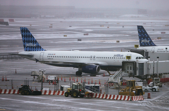 Kennedy Airport「Northeast Winter Storm Causes Jet Blue To Cancel 215 Flights」:写真・画像(3)[壁紙.com]