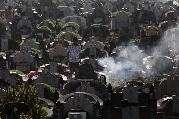Money to Burn「Chinese Community Observes Tomb Sweeping Day」:写真・画像(13)[壁紙.com]