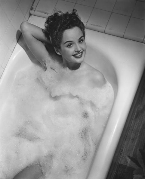 リラクゼーション「Woman in bathtub」:写真・画像(19)[壁紙.com]