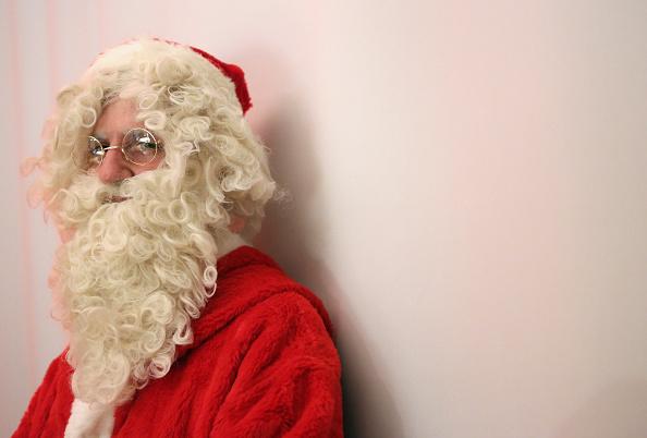 Volunteer「Volunteer Student Santas Prepare For Christmas Season」:写真・画像(18)[壁紙.com]