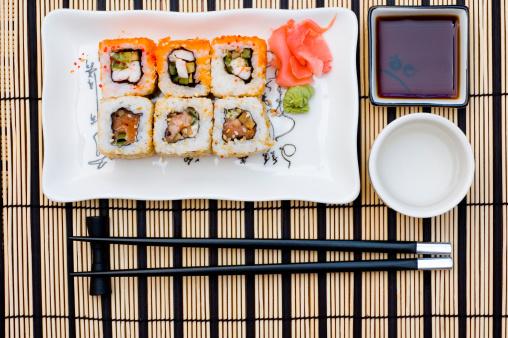 Sake「Sushi (rolls) on a plate」:スマホ壁紙(6)