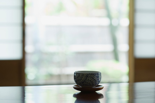 温かいお茶「ティーテーブルのボウル」:スマホ壁紙(14)