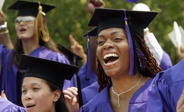 University「Students Celebrate Graduation At NYU」:写真・画像(10)[壁紙.com]