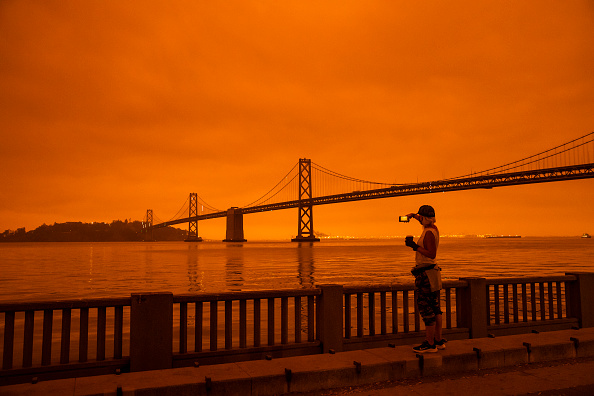 Orange Color「Wildfires Envelop San Francisco Bay Area In Dark Orange Haze」:写真・画像(2)[壁紙.com]