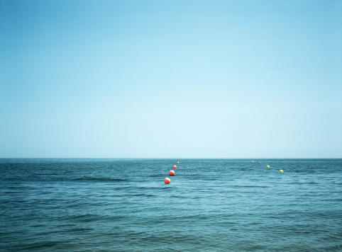 Buoy「Seascape with red and yellow buoys」:スマホ壁紙(18)