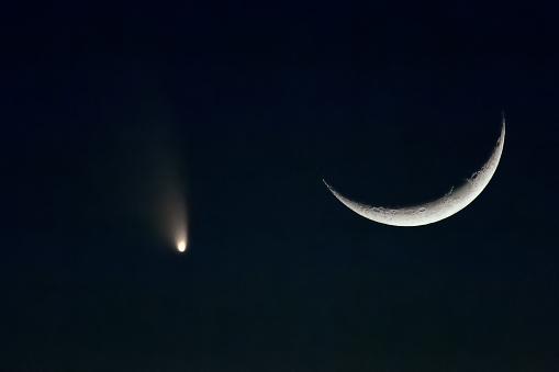 star sky「Pan-Starrs Comet and Crescent Moon, Arizona, America, USA」:スマホ壁紙(1)