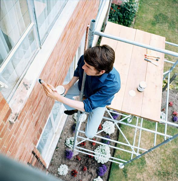 Painting - Activity「Handyman painting windows」:写真・画像(2)[壁紙.com]