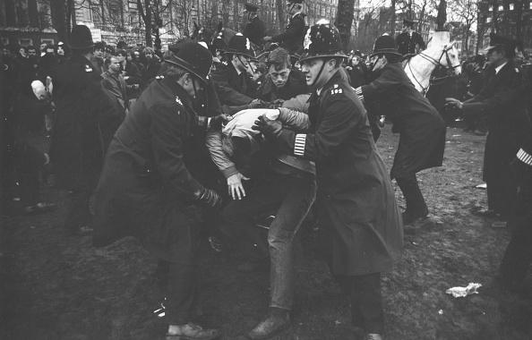 William Lovelace「Police Struggle」:写真・画像(11)[壁紙.com]