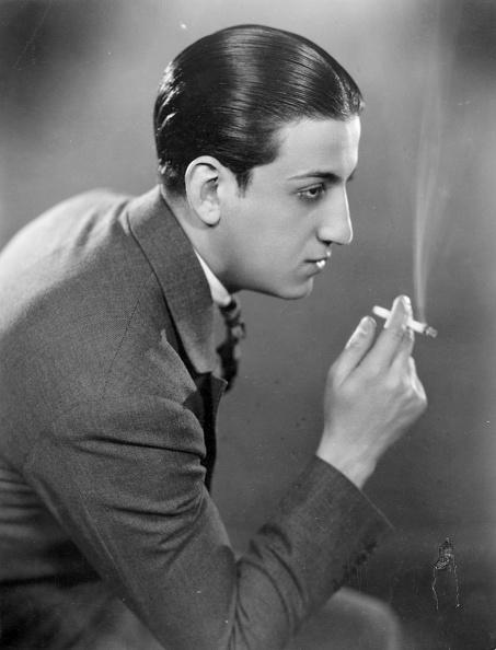 Cigarette「Man Smoking」:写真・画像(1)[壁紙.com]