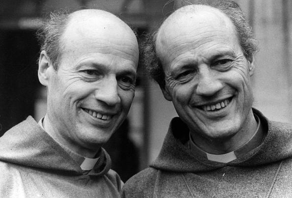 Bishop - Clergy「Twin Bishops」:写真・画像(1)[壁紙.com]