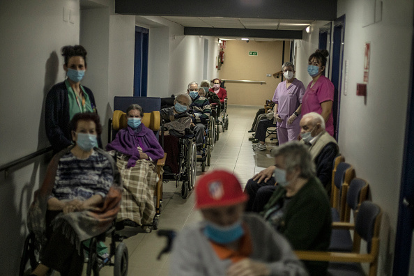 Waiting In Line「Covid-19 Vaccine Roll-out In Rural Spain」:写真・画像(15)[壁紙.com]