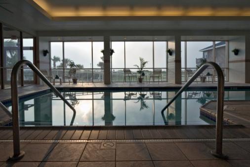 Health Spa「Oceanfront indoor swimming pool」:スマホ壁紙(4)