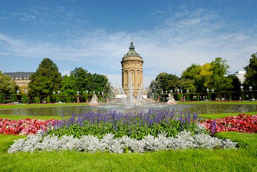 Mannheim「Outdoor photo Mannheim fountain with blooming flowers」:スマホ壁紙(15)