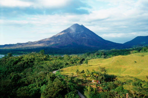 Pasture「Outdoor photo with Arenal Volcano in Costa Rica」:スマホ壁紙(7)