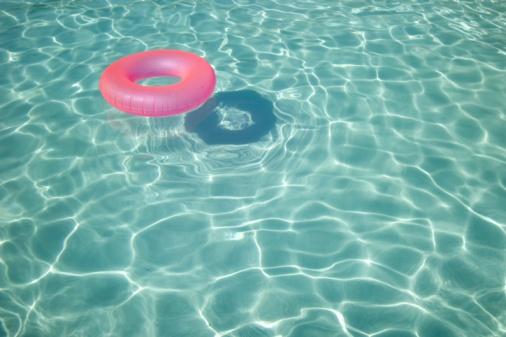 プール「A pool donut floating in a swimming pool」:スマホ壁紙(1)