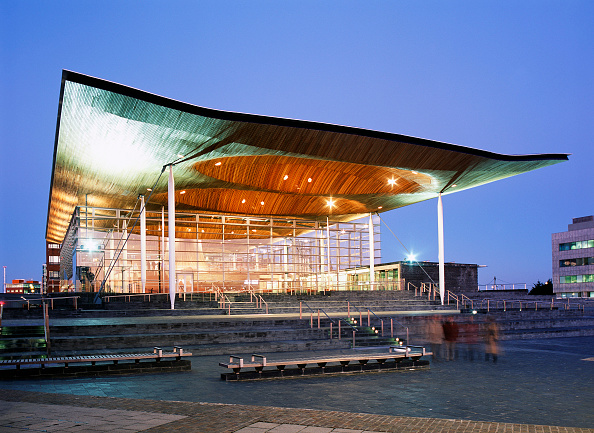 Cardiff Bay「Welsh Assembly Government building, Wales, UK. The Assembly building in Cardiff Bay built with a holistic approach has received the Building Research Establishment's (BRE) highest award for sustainable building construction. The building, designed by Ric」:写真・画像(19)[壁紙.com]