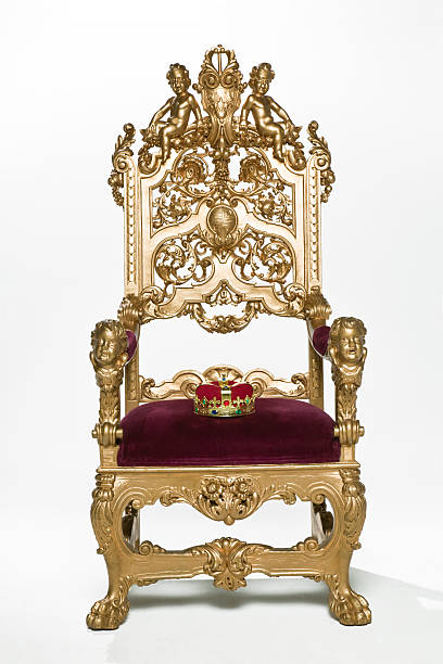 Kings crown sitting on throne:スマホ壁紙(壁紙.com)