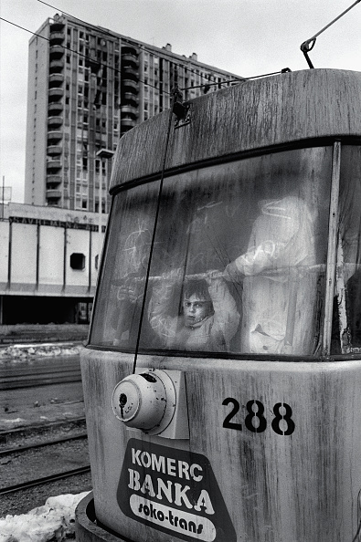 Part of a Series「Bosnia, Sarajevo, Boy (6-7) looking out of tram passing damaged buildings」:写真・画像(5)[壁紙.com]