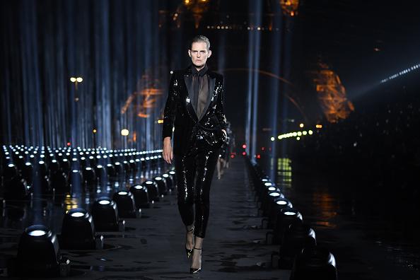 Catwalk - Stage「Saint Laurent : Runway - Paris Fashion Week - Womenswear Spring Summer 2020」:写真・画像(19)[壁紙.com]
