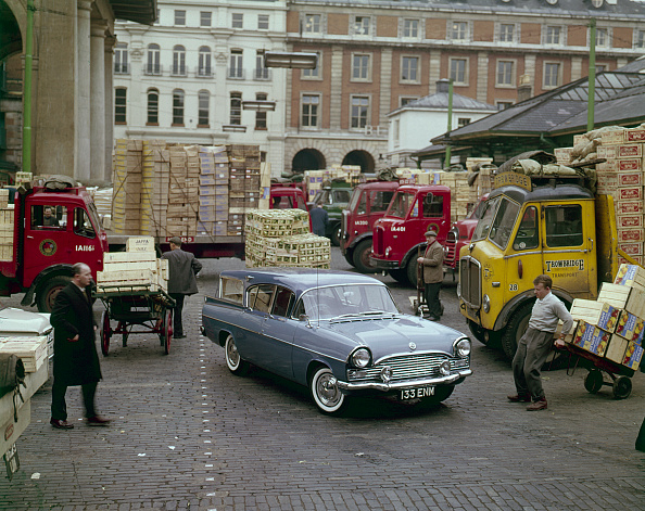 Covent Garden「1960 Vauxhall Cresta Friary Estate In Covent Garden Fruit Market. Creator: Unknown.」:写真・画像(11)[壁紙.com]