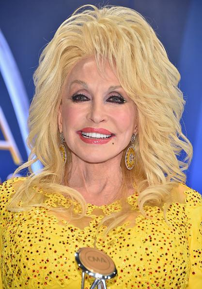 カメラ目線「The 50th Annual CMA Awards - Press Room」:写真・画像(1)[壁紙.com]