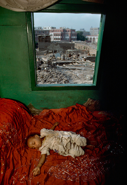 High Angle View「Young girl sleeping by window」:写真・画像(12)[壁紙.com]