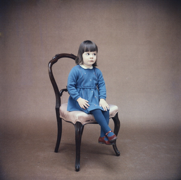 Chair「Little Girl Blue」:写真・画像(6)[壁紙.com]