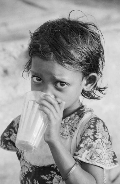 Indian Subcontinent Ethnicity「Thirsty Child」:写真・画像(4)[壁紙.com]
