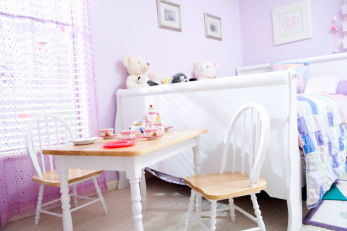 Bedroom「little girls bedroom with tea party set up」:スマホ壁紙(0)