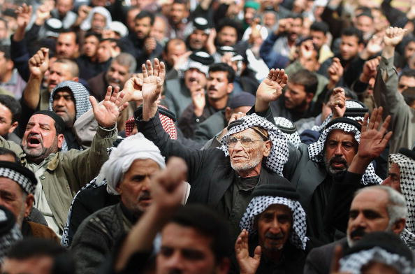Arms Raised「Iraqi Shiites Attend Friday Prayer in Karbala」:写真・画像(16)[壁紙.com]
