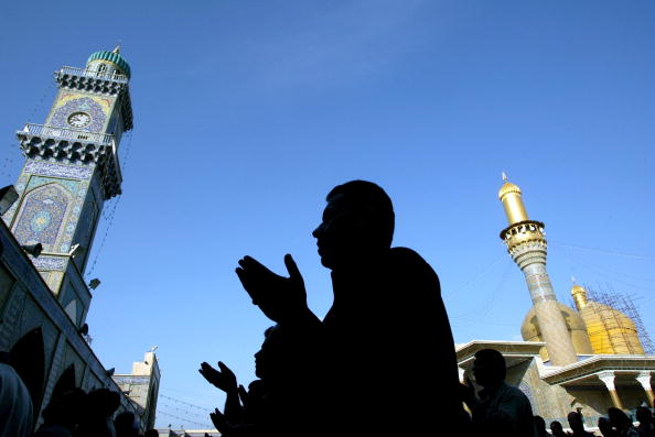 Hand「Iraqi Muslims Celebrate The End Of The Holy Month Of Ramadan」:写真・画像(7)[壁紙.com]