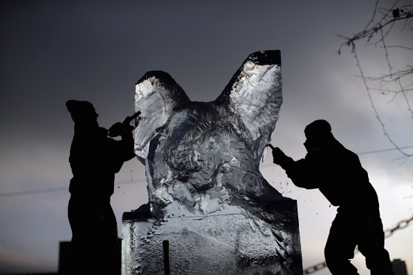 Ice Sculpture「The London Ice Sculpting Festival Returns To Canary Wharf」:写真・画像(5)[壁紙.com]