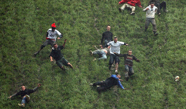 Annual Bank Holiday Cheese Rolling Competition:ニュース(壁紙.com)