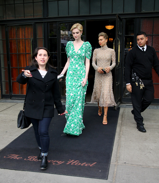 "Prada Purse「""Manus x Machina: Fashion In An Age Of Technology"" Costume Institute Gala - Sightings」:写真・画像(17)[壁紙.com]"
