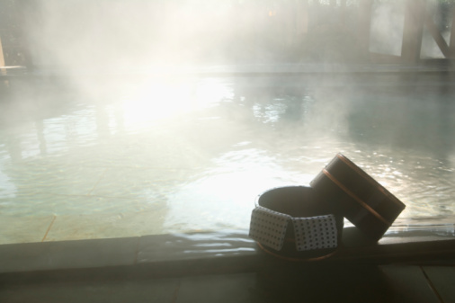 Hot Spring「Towels on a wooden tub, hot spring, high angle view, Japan」:スマホ壁紙(12)