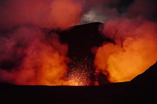 Lava「Volcano Eruption Mount Yasur Tanna Island Vanuatu Lava Crater」:スマホ壁紙(5)